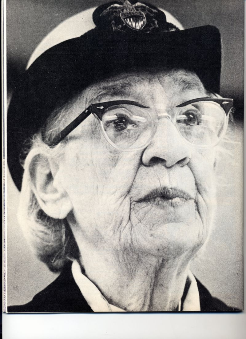 the life of grace murray hopper Grace hopper was born grace brewster murray in new york city grace murray was admitted to vassar college at age 17 where she graduated phi beta kappa 1928 with a bachelor's degree in mathematics and physics and earned her master's degree at yale university in 1930.