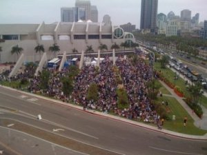 Line to get into Hall H for Twilight Panel, 2009